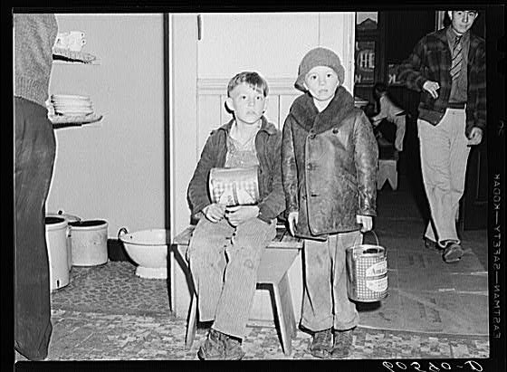 a photo graphic essay of the great depression Fsa photographers : than 80,000 photographs of america during the depression because they hired great photographers and a great lange's photo of nettie.